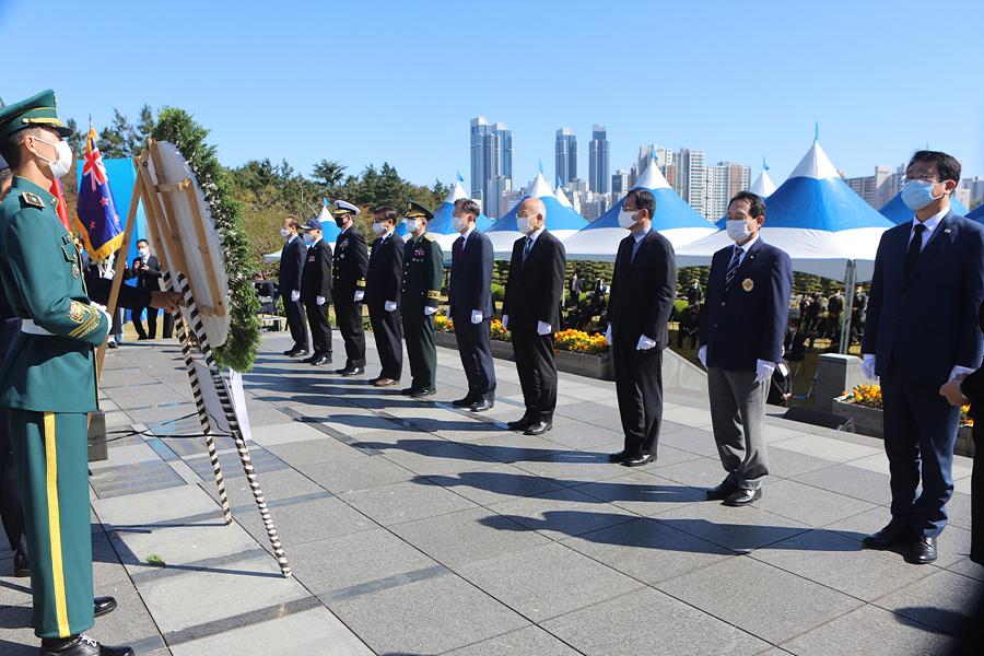 제75주년 유엔의 날 기념식 헌화